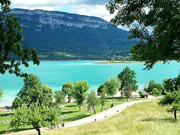 Camping la griveliere est un charmant petit camping 4 for Camping bourget du lac avec piscine